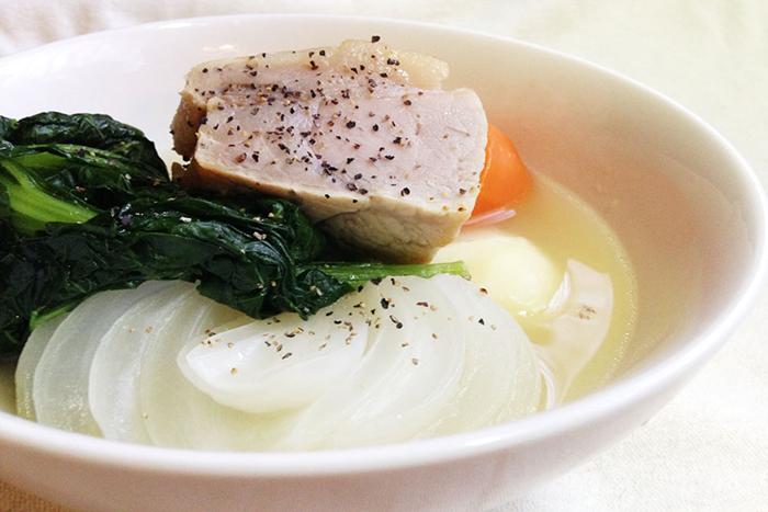 塩豚の代わりに鶏肉を使っても美味しいです。その場合は手羽元や手羽先を使うと、骨から出汁がよく出るのでおすすめです