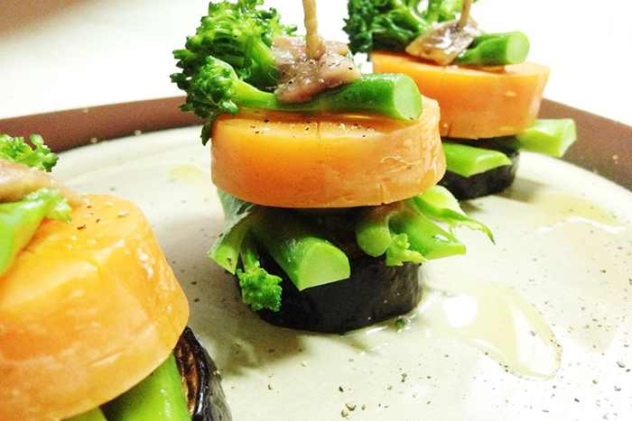 アンチョビとオリーブの塩味のみで、野菜本来の美味しさを味わいます
