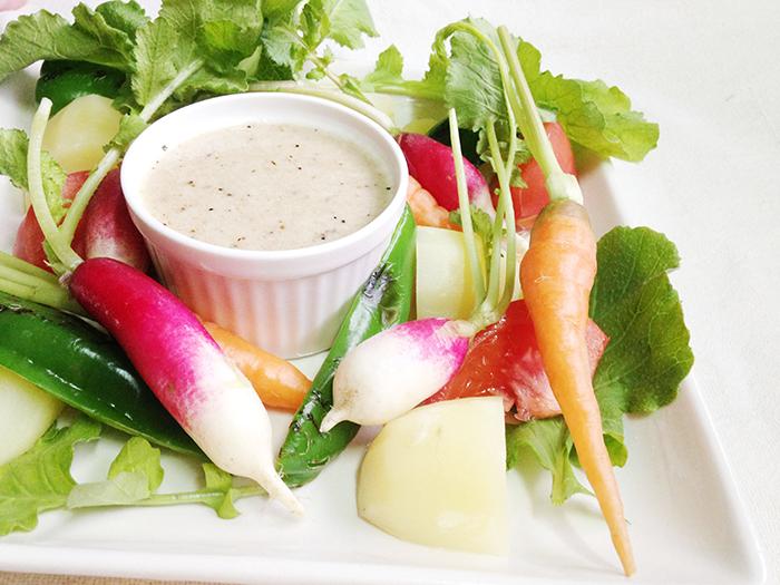 にんにくたっぷりの温かいソースなので、生野菜でも身体を冷やしにくい!
