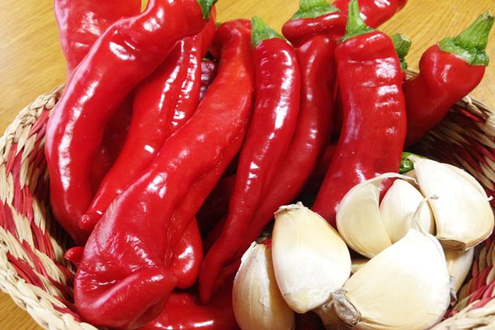 赤と緑のコントラストが食欲をそそります。にんにくも一粒の大きさがしっかりとした素晴らしい出来!