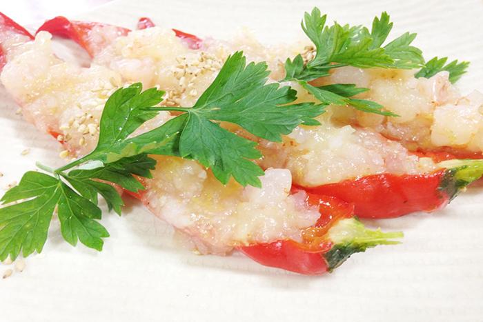 イタリアンパセリを色と味のアクセントに、ゴマで風味を高めています