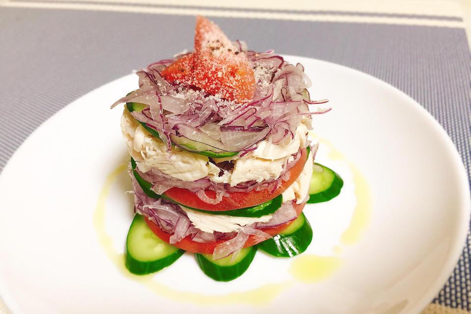 赤タマネギとささみの彩りミルフィーユ風サラダ